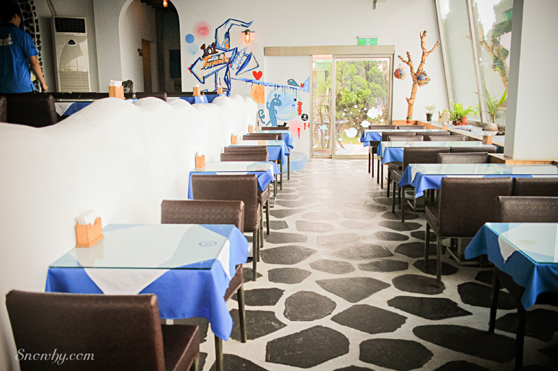 白圍牆地中海景觀咖啡餐廳