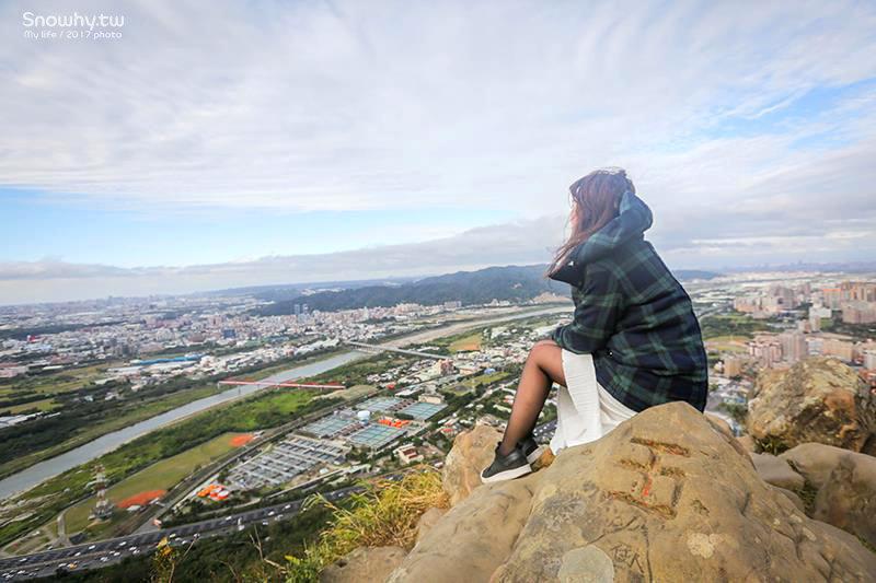 三峽鳶山 新北秘境 走路5分鐘輕鬆拍出俯瞰城市雙腳懸空美照!