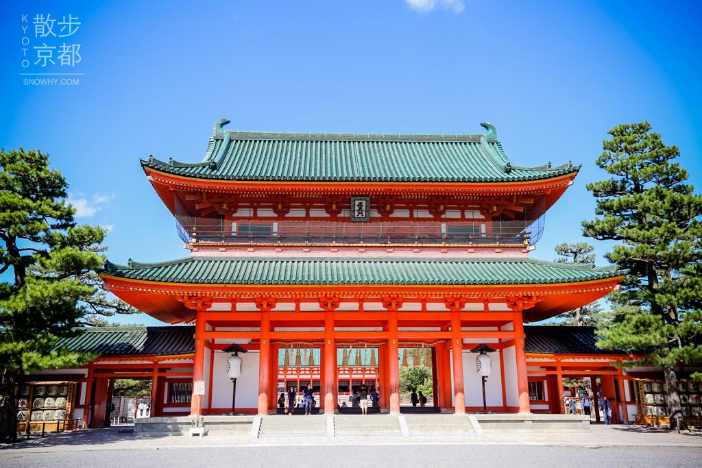 京都平安神宮 – 白砂映襯的平安時代風格建築與大鳥居