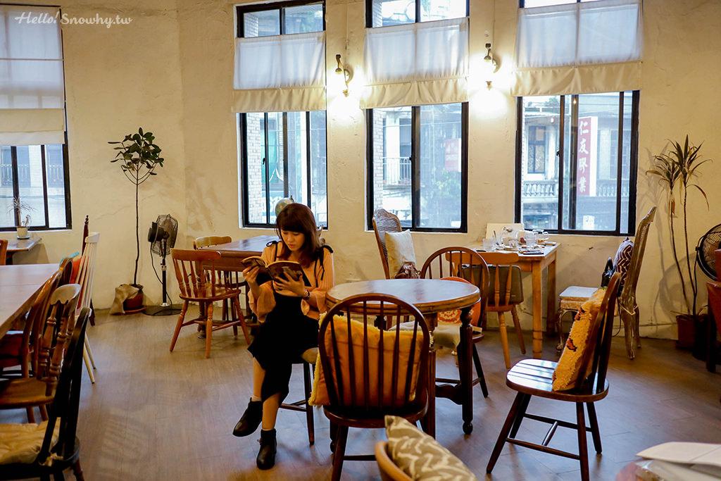 台北咖啡廳,捷運站美食,台北中山站,角公園咖啡,Triangle Garden Cafe,二樓老宅,貓咪,不限時咖啡廳