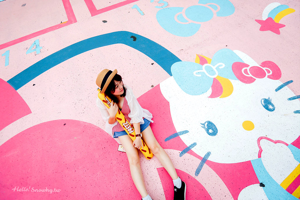 大阪Hello Kitty停車場.超人氣夢幻新地標 / 通天閣旁的粉嫩打卡點!