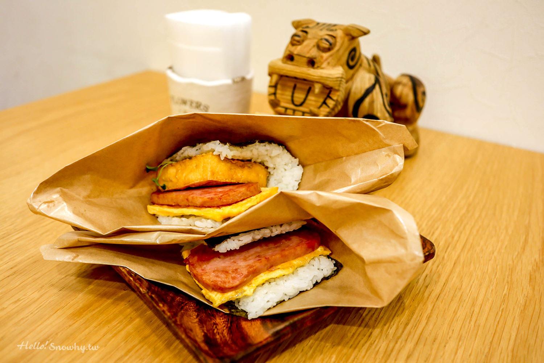 沖繩必吃美食| 超人氣豬肉蛋飯糰那霸機場分店,牧志市場必吃美食/中文菜單
