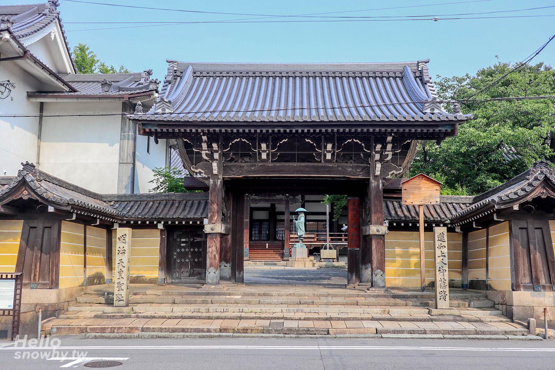 大阪堺市景點 本願寺堺別院 | 堺市最大木造建築,在本堂門廊小憩享受寧靜片刻