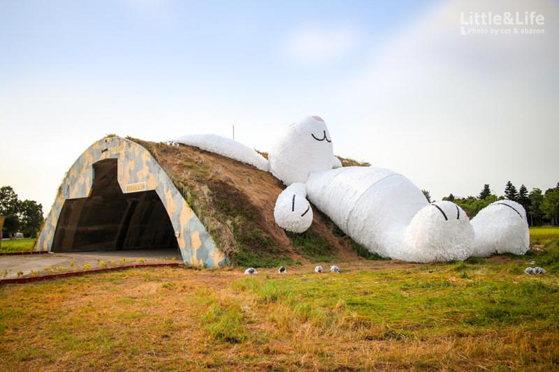 分享 | 2014 桃園地景藝術節.9/4~9/14 勇闖海軍桃園秘密基地! 霍夫曼25公尺月兔陪你過中秋