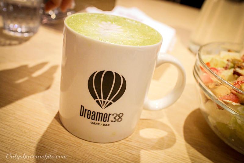 台北松山區,Dreamer38,咖啡廳,運動酒吧,免費wifi,牛肉麵,台北美食,藝人的店,蔡昌憲,輕食沙拉,甜點