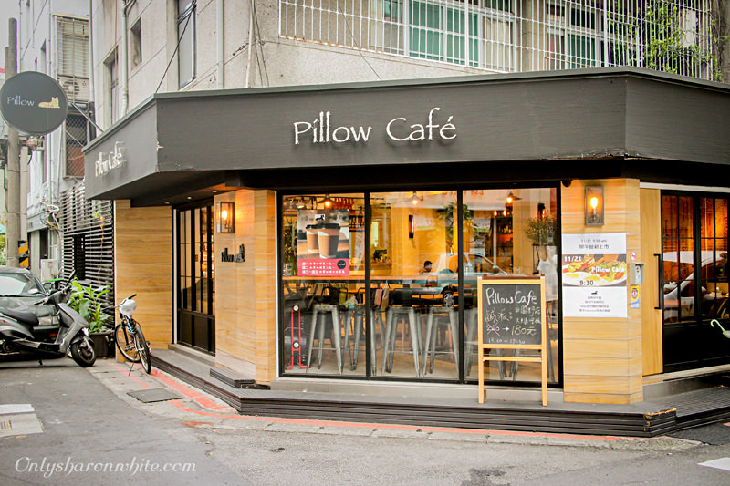 台北大安區 | Pillow Café 寵物友善餐廳~義大利麵、早午餐、下午茶鹹派任君挑選!!可愛的店狗陪你在咖啡廳裡坐很久(捷運信義安和站)