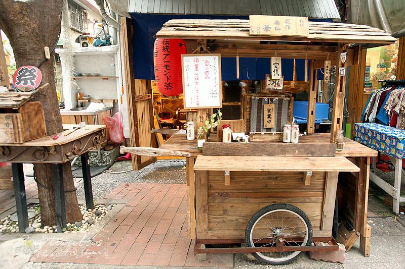 台南 | 木作小攤車.原作杏仁茶 ( 伝統アーモンド茶 )
